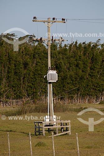 Assunto: Poste com transformador de energia elétrica / Local: Mostardas - Rio Grande do Sul (RS) - Brasil / Data: 02/2012