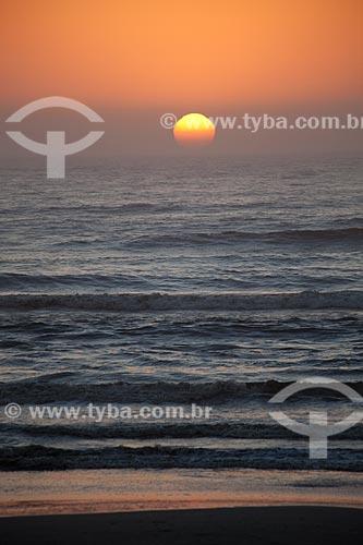 Assunto: Nascer do sol na Praia Nova - Balneário Mostardense / Local: Mostardas - Rio Grande do Sul (RS) - Brasil / Data: 02/2012