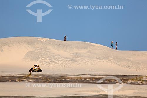 Assunto: Turistas nas dunas no Parque Nacional da Lagoa do Peixe / Local: Tavares - Rio Grande do Sul (RS) - Brasil / Data: 02/2012
