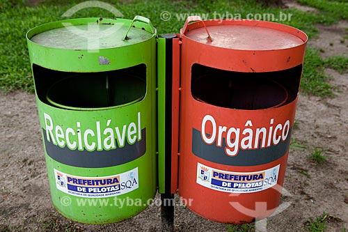 Assunto: Coleta de lixo seletivo na Praça Coronel Pedro Osório / Local: Pelotas - Rio Grande do Sul (RS) - Brasil / Data: 02/2012