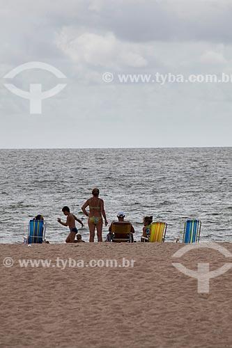 Assunto: Família na Praia do Laranjal - Lagoa dos Patos / Local: Pelotas - Rio Grande do Sul (RS) - Brasil / Data: 02/2012