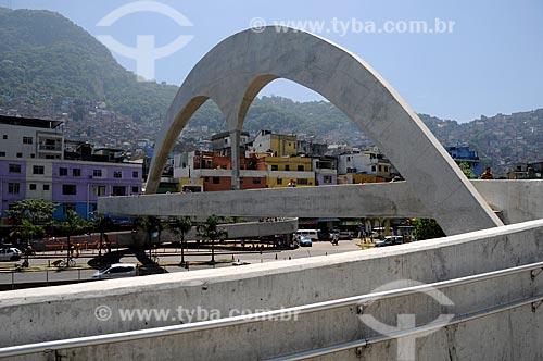 Assunto: Passarela sobre a autoestrada Lagoa-Barra / Local: São Conrado - Rio de Janeiro (RJ) - Brasil / Data: 03/2012