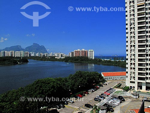 Assunto: Lagoa de Marapendi com prédios e Pedra da Gávea ao fundo                      / Local: Barra da Tijuca - Rio de Janeiro (RJ) - Brasil / Data: 04/2012