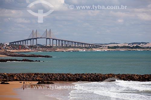 Assunto: Praia de Areia Preta com Ponte de Todos Newton Navarro ao fundo / Local: Natal - Rio Grande do Norte (RN) - Brasil / Data: 03/2012