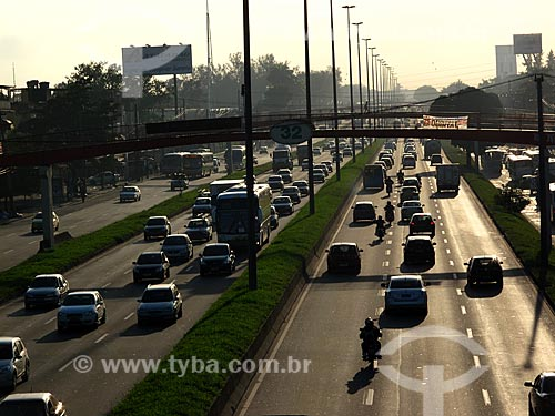 Assunto: Trânsito na Avenida Brasil / Local: Guadalupe - Rio de Janeiro (RJ) - Brasil / Data: 05/2012
