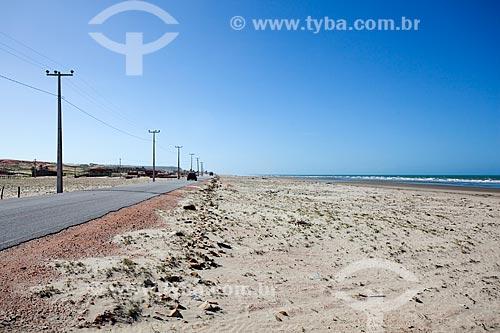 Assunto: Vista da Rodovia Estadual RN-404 com praia ao lado / Local: Porto do Mangue - Rio Grande do Norte (RN) - Brasil / Data: 03/2012