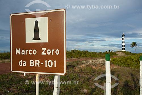 Marco zero da rodovia BR-101 com Radio-Farol Calcanhar ao fundo - Também chamado Farol de Touros é o maior farol do Brasil - Localizado na chamada esquina do continente  - Touros - Rio Grande do Norte - Brasil