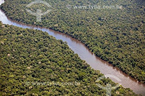 Assunto: Vista aérea do Rio Araguari cortando a Floresta Amazônica / Local: Amapá (AP) - Brasil / Data: 04/2012