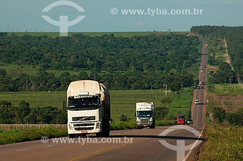 Assunto: Tráfego na BR-153 na zona rural de Rondonópolis / Local: Rondonópolis - Mato Grosso (MT) - Brasil / Data: 12/2011