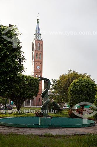 Assunto: Praça Cívica de Santana com Igreja de Nossa Senhora de Fátima ao fundo / Local: Santana - Amapá (AP) - Brasil / Data: 04/2012