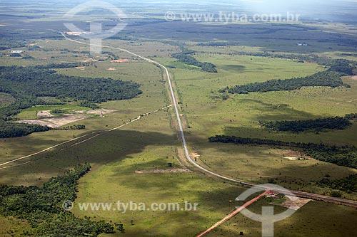Assunto: Vista aérea da BR-156, rodovia federal que liga as cidades de Macapá e Oiapoque / Local: Amapá (AP) - Brasil / Data: 04/2012