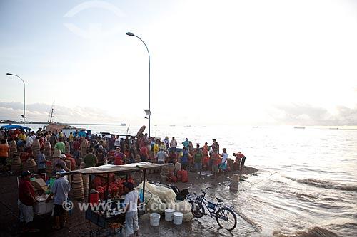Assunto: Movimento no Mercado da Rampa de Santa Inês (Rampa do Açaí) - Rio Amazonas / Local: Macapá - Amapá (AP) - Brasil / Data: 04/2012