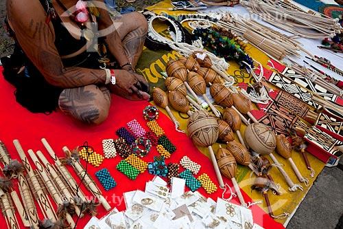 Assunto: Comércio de artesanato por índia Pataxó na Cúpula dos Povos durante a Rio+20 / Local: Glória - Rio de Janeiro (RJ) - Brasil / Data: 06/2012