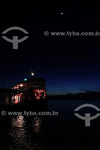 Assunto: Embarcação no baixo Rio Negro visto da praia de Ponta Negra  / Local: Manaus - Amazonas (AM) - Brasil / Data: 06/2012