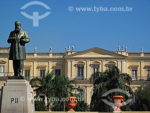 Assunto: Estátua de Dom Pedro II em frente ao Museu Nacional - Quinta da Boa Vista / Local: São Cristovão - Rio de Janeiro (RJ) - Brasil / Data: 07/2012