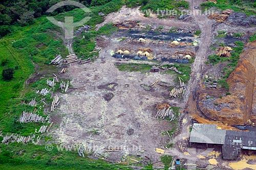 Assunto: Vista de madeireira em Buriticupu com fornos de carvoaria / Local: Buriticupu - Maranhão (MA) - Brasil / Data: 05/2012