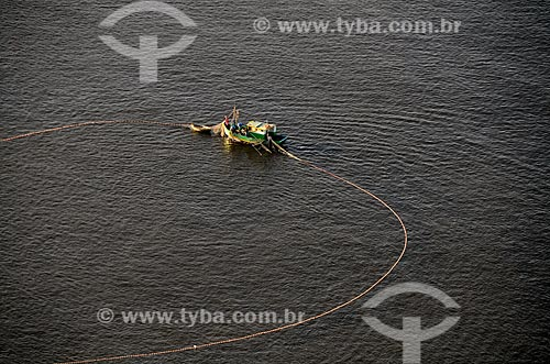 Assunto: Vista aérea de barco de pesca de arrastão em alto-mar   na Baía de Guanabara  / Local: Rio de Janeiro (RJ) - Brasil / Data: 10/2011