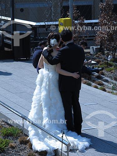Assunto: Noivos no The High Line -  Jardim suspenso de Nova Iorque / Local: Nova Iorque - Estados Unidos da América - EUA / Data: 03/2012