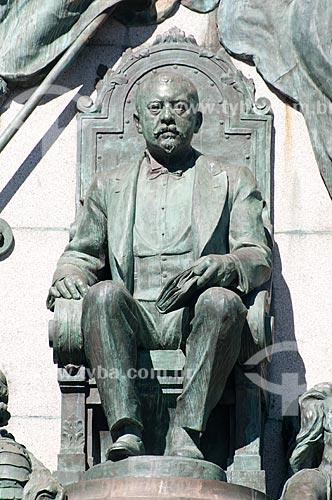 Assunto: Detalhe de estátua em bronze do Monumento Júlio de Castilhos - Praça da Matriz / Local: Porto Alegre - Rio Grande do Sul (RS) - Brasil / Data: 05/2012