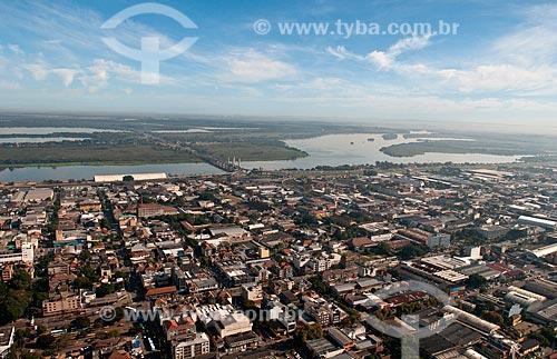 Assunto: Vista aérea do centro da cidade de Porto Alegre com Lago Guaíba ao fundo / Local: Porto Alegre - Rio Grande do Sul (RS) - Brasil / Data: 05/2012