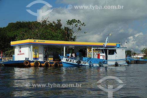 Assunto: Posto de abastecimento de combustível flutuante no Rio Amazonas / Local: Parintins - Amazonas (AM) - Brasil / Data: 06/2012