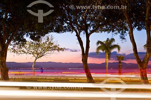 Assunto: Avenida Beira Mar Norte ao anoitecer / Local: Florianópolis - Santa Catarina (SC) - Brasil / Data: 07/2012
