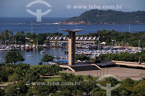 Assunto: Vista do Monumento aos Mortos da Segunda Guerra Mundial - Monumento aos Pracinhas - com a Marina da Glória ao fundo / Local: Rio de Janeiro (RJ) - Brasil / Data: 05/2012