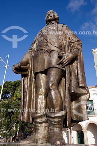 Assunto: Escultura de Tomé de Souza - Primeiro governador e capitão geral do Estado do Brasil - Fundador da cidade de Salvador  / Local: Praça Municipal Tomé de Souza - Salvador - Bahia (BA) - Brasil  / Data: 07/2012