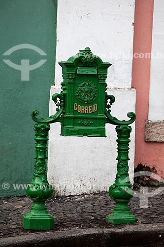 Assunto: Antiga caixa de correio de ferro com o Brasão da República / Local: Pelourinho - Salvador - Bahia (BA) - Brasil / Data: 07/2012