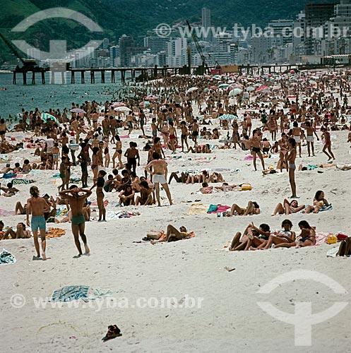 Assunto: Praia de Ipanema com o pier do emissário submarino ao fundo / Local: Ipanema -  Rio de Janeiro (RJ) - Brasil / Data: Década de 70