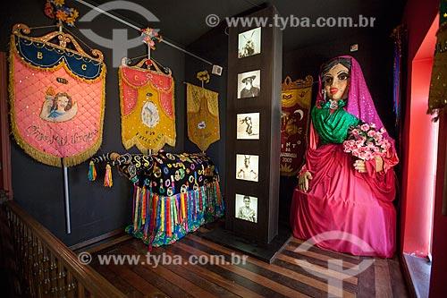 Assunto: Estandartes de carnaval, fantasia de bumba-meu-boi e boneca de carnaval no Museu de Antropologia e Folclore Theo Brandão (1975) da Universidade Federal de Alagoas / Local: Maceió - Alagoas (AL) - Brasil / Data: 07/2012