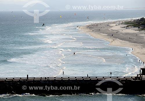 Assunto: Praticantes de kitesurf e banhistas na Praia do Pepê e píer do Quebra-Mar / Local: Rio de Janeiro -  Rio de Janeiro  (RJ)  - Brasil / Data: 04/2012
