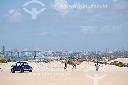 Assunto: Dunas de Genipabu com a cidade de Natal ao fundo / Local: Extremoz - Rio Grande do Norte (RN) - Brasil / Data: 07/2012
