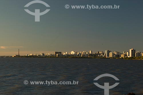 Assunto: Lago Guaíba e cidade de Porto Alegre ao fundo / Local: Porto Alegre - Rio Grande do Sul (RS) - Brasil / Data: 05/2012