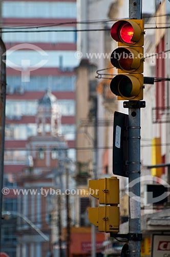 Assunto: Sinal de trânsito na Avenida Voluntários da Pátria / Local: Porto Alegre - Rio Grande do Sul (RS) - Brasil / Data: 06/2012