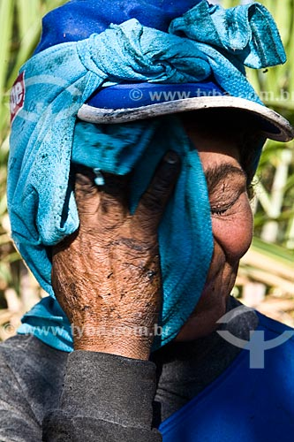 Assunto: Mulher cortadora de cana da Usina de Açúcar e Ethanol Ester / Local: Cosmópolis - São Paulo (SP) - Brasil / Data: 05/2008
