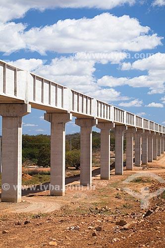 Assunto: Aqueduto do canal de irrigação do Projeto Pontal que leva água captada no rio São Francisco até o norte do estado de Pernambuco / Local: Petrolina - Pernambuco (PE) - Brasil / Data: 06/2012