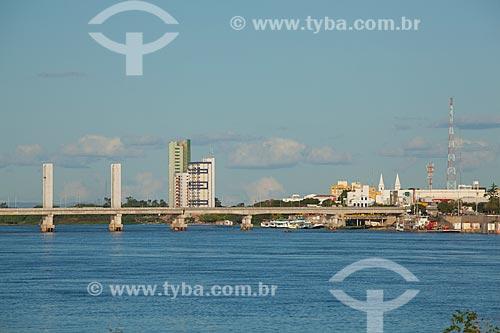 Assunto: Ponte Presidente Eurico Gaspar Dutra sobre o rio São Francisco - que liga as cidade de Juazeiro a Petrolina / Local: Juazeiro - Bahia (BA) - Brasil / Data: 06/2012