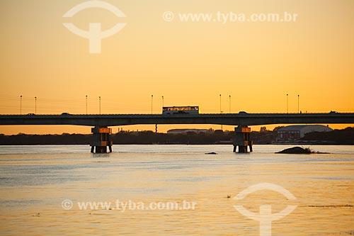 Assunto: Ponte Presidente Eurico Gaspar Dutra sobre o rio São Francisco - que liga as cidades de Petrolina e Juazeiro / Local: Petrolina - Pernambuco (PE) - Brasil / Data: 06/2012