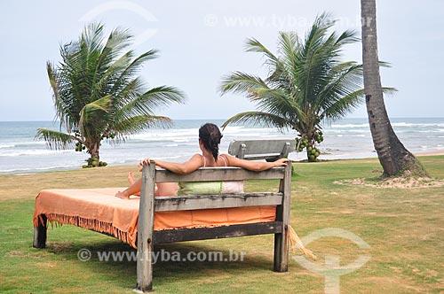 Assunto: Mulher relaxando em cama na Praia de Taipús de Fora - Península de Maraú / Local: Maraú - Bahia (BA) - Brasil / Data: 10/2011