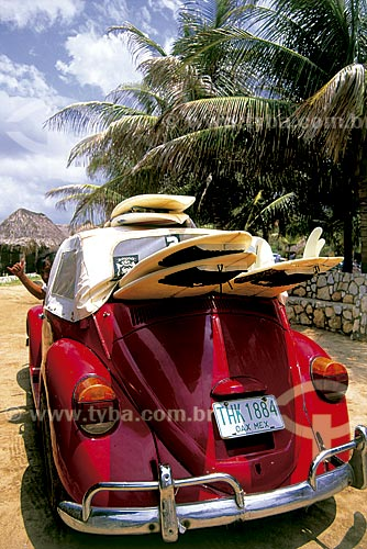Assunto: Fusca com pranchas de surf na Praia de Zicatela / Local: Puerto Escondido - Oaxaca - México - América do Norte / Data: 1998