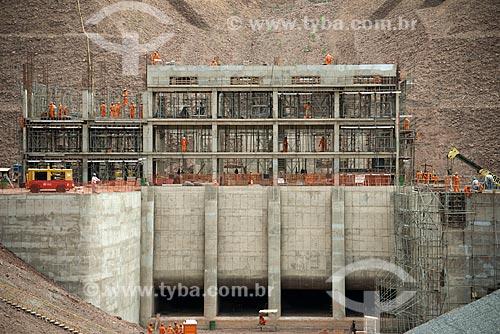 Assunto: Operários trabalhando na construção da unidade de bombeamento - Projeto de Integração do Rio São Francisco com Bacias Hidrográficas do Nordeste Setentrional / Local: Floresta - Pernambuco (PE) - Brasil / Data: 08/2012