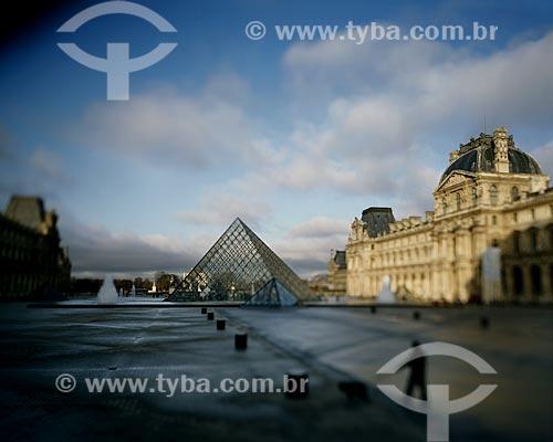 Assunto: Pirâmide do Louvre (1989) no pátio principal do Palais du Louvre (Palácio do Louvre) na entrada do Musée du Louvre (Museu do Louvre) / Local: Paris - França - Europa / Data: 12/2008