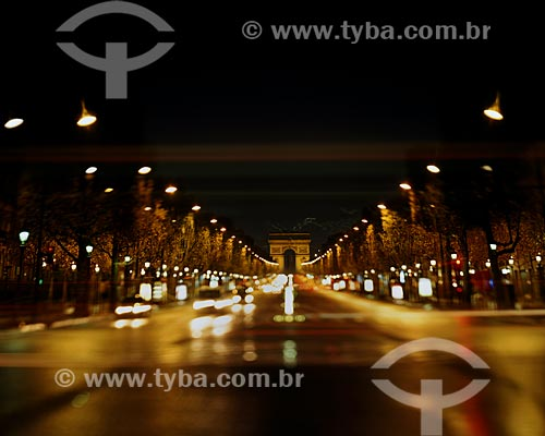 Assunto: Avenida Champs-Élysées (Avenue des Champs-Élysées) com Arco do Triunfo (Arc de Triomphe) ao fundo / Local: Paris - França - Europa / Data: 01/2009