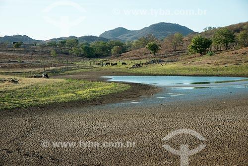 Assunto: Açude em propriedade rural do período da seca / Local: Salgueiro - Pernambuco (PE) - Brasil / Data: 08/2012