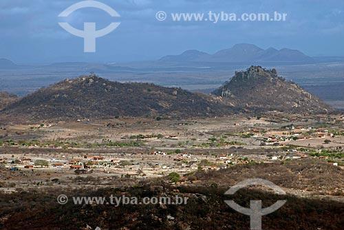 Assunto: Vilarejo na zona rural de Salgueiro com vegetação típica da caatinga no período da seca / Local: Salgueiro - Pernambuco (PE) - Brasil / Data: 08/2012
