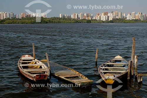 Assunto: Canoa na Lagoa da Jansen com a cidade de São Luis ao fundo / Local: São Luis - Maranhão (MA) - Brasil / Data: 09/2010