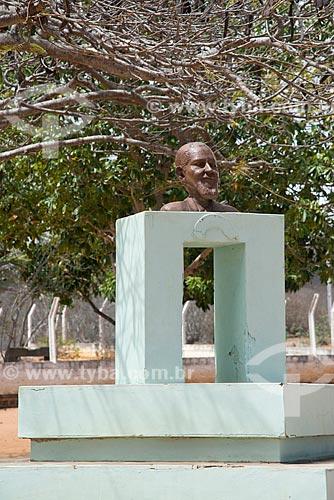 Assunto: Busto de Cícero José de Farias também conhecido como Meu Rei que criou a Missão Israel - na Fazenda Porto Seguro no Parque Nacional do Catimbau / Local: Buíque - Pernambuco (PE) - Brasil / Data: 08/2012