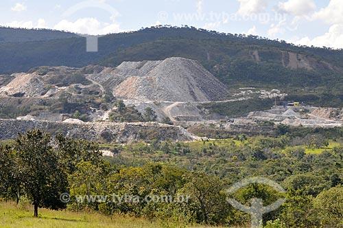 Assunto: Pedreira da Prefeitura - extração do quartzito, cujo componente principal é o quartzo / Local: Pirenópolis - Goiás (GO) - Brasil / Data: 05/2012