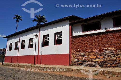 Assunto: Casario com muro de adobe e pedra / Local: Pirenópolis - Goiás (GO) - Brasil / Data: 05/2012